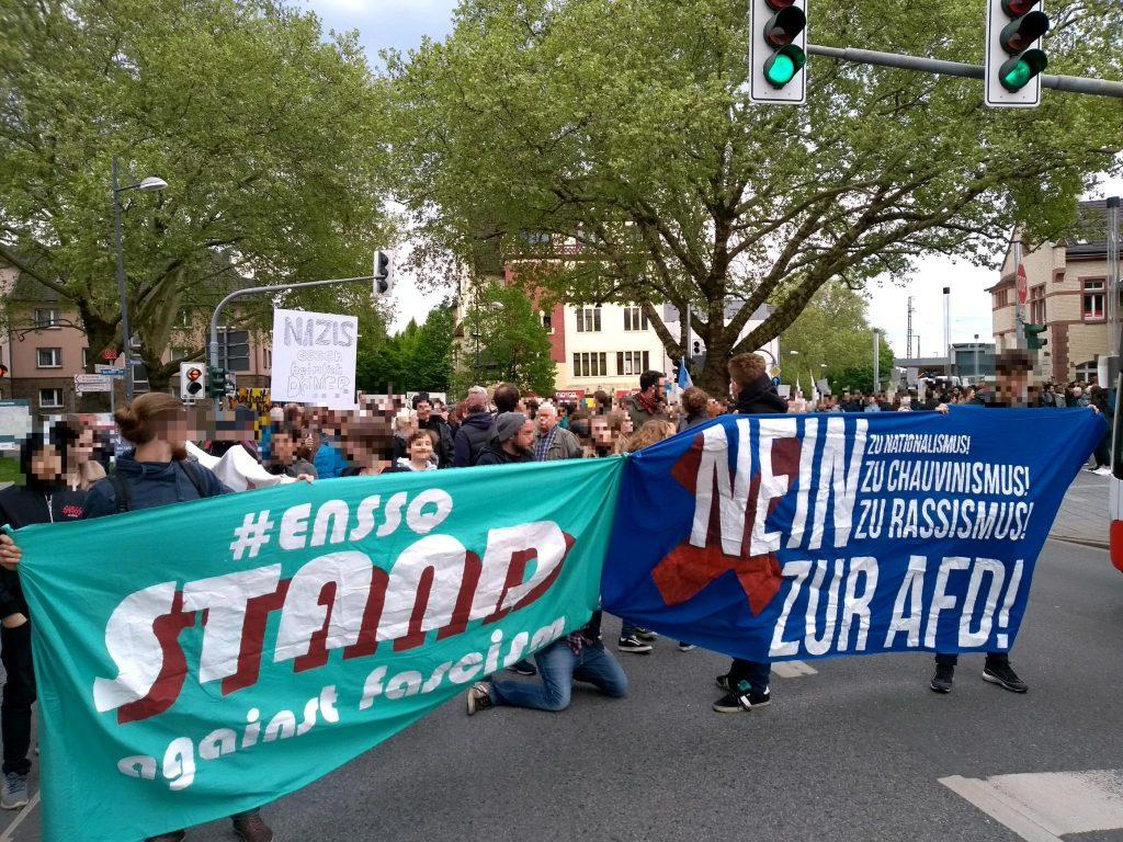 Demo-Start am Witten Hauptbahnhof. Rund 500 Menschen haben laut ihre Meinung für eine offene, tolerante und demokratische Gesellschaft und gegen die rechtsradikale AfD zum Ausdruck gebracht. Foto: ENSSQ